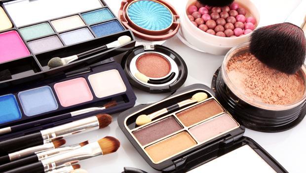 Mikor kell kidobni egy színes kozmetikumot